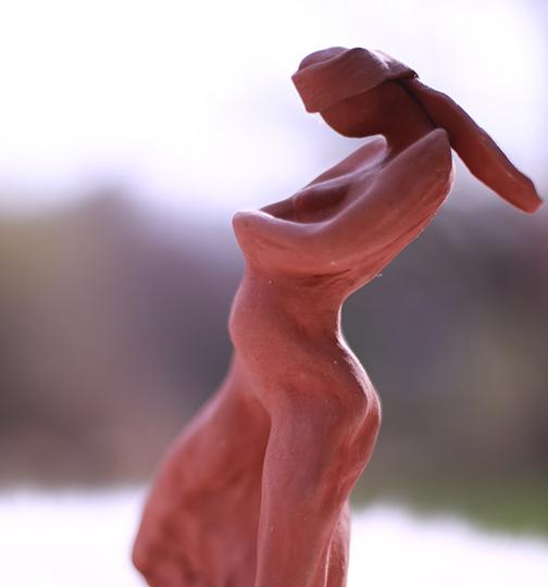 Pregnanat woman sculpture